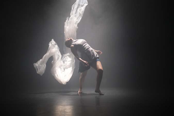 Foto-Alexander-Hilbert-Anna-Holmstroem-Tanz-Theater-